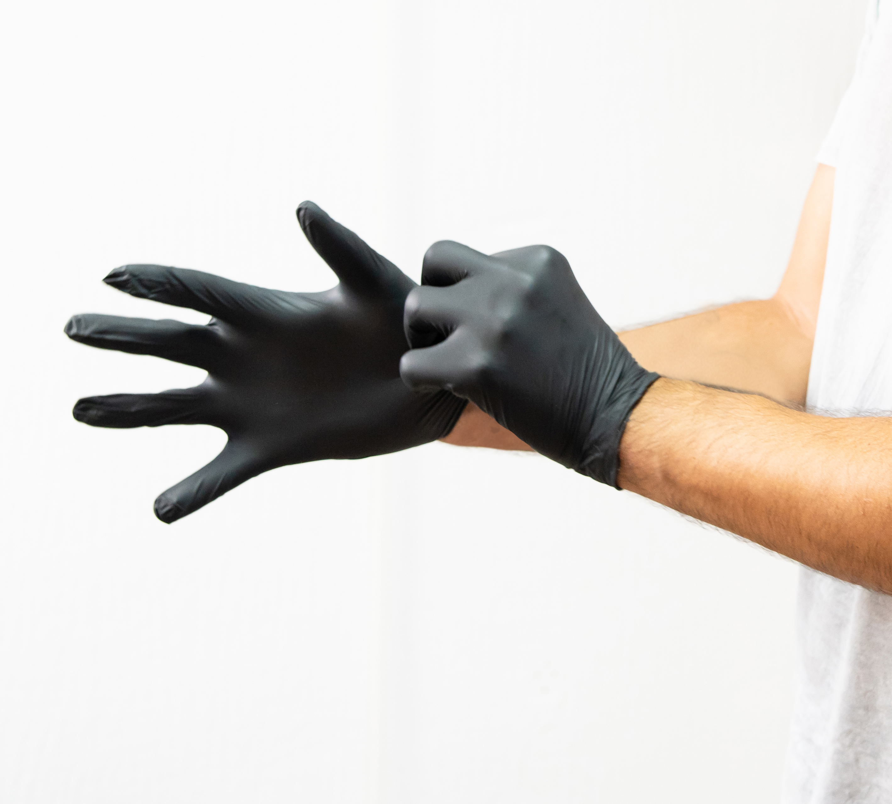 Discover Plus 5g Black Nitrile Glove-Large <span style='color:#0349fc;'>(Expected to ship between June 27 and July 1)</span>